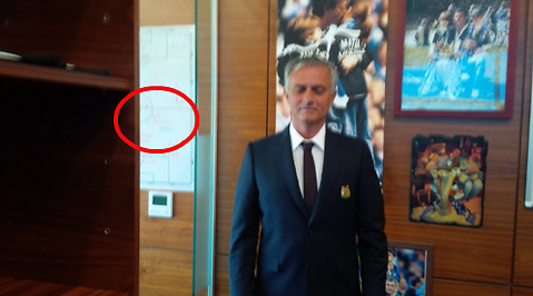 Mourinho, Twitter, Paul Pogba, Juventus, Manchester United