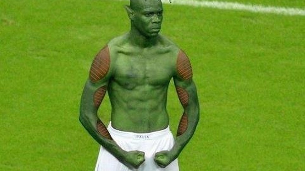 Balotelli som skurken Piccolo i mangaserien Dragon Ball.