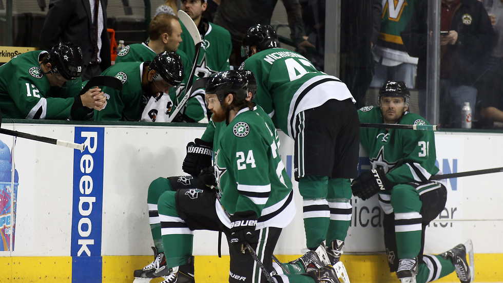 Dallas Stars Rich Peverley kollapsade i båset under matchen mot Columbus Blue Jackets.