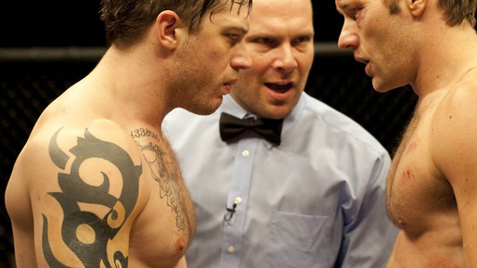 "Tom Hardy (till vänster) i filmen ""Warrior""."