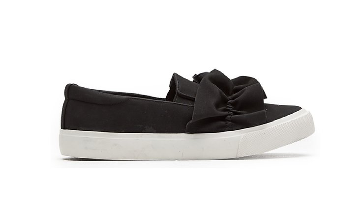 Sneakers med volang